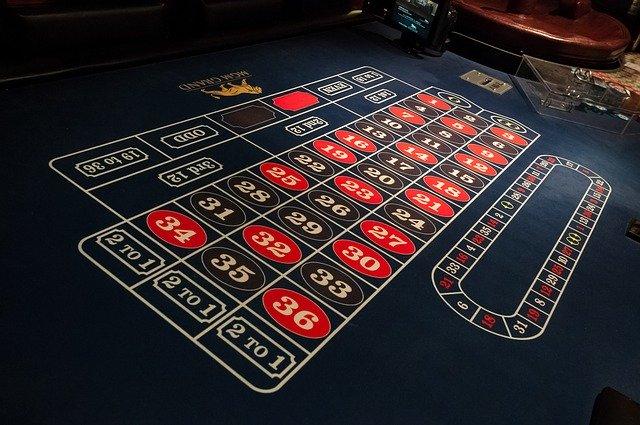 Un tavolo da gioco della roulette europea.
